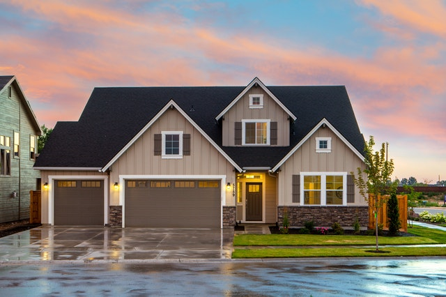 , 3 Critical Considerations When You Choose Your Garage Doors, Robby Oakes Mortgage, Robby Oakes Mortgage