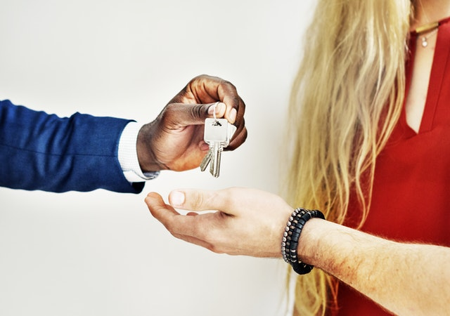 5 Real Estate Professionals Who Assist You When You Buy Your First Home