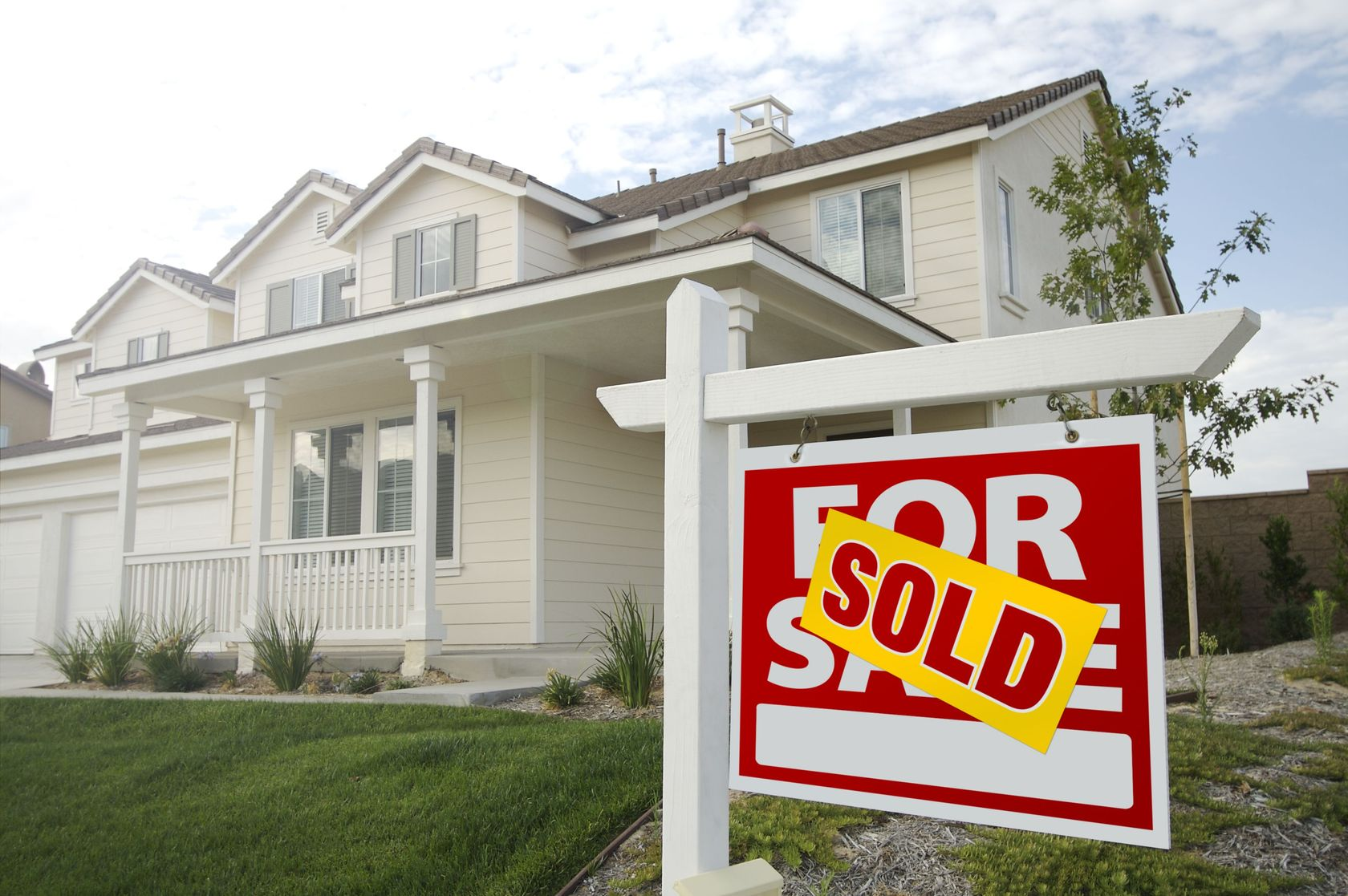 Existing Home Sales Jump, Builder Confidence Holds Steady